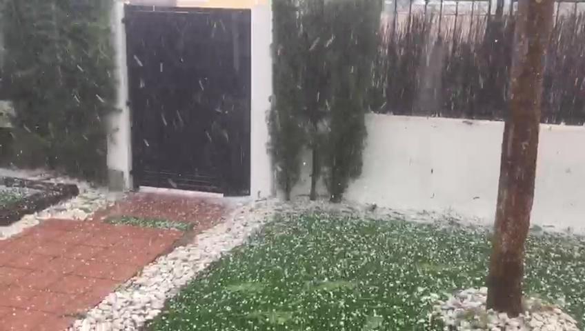 La tormenta descarga con fuerza en varias zonas de la Región