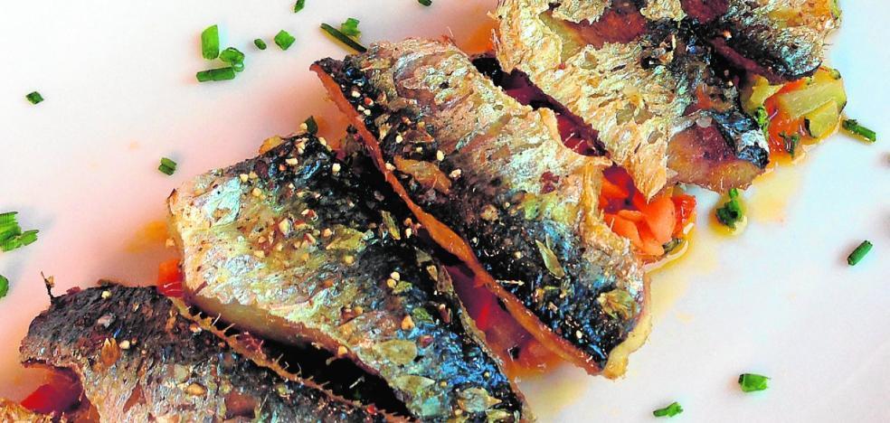 Sardinas al horno sobre salteado de verduras