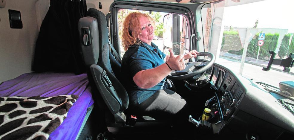 Los camiones se tiñen de violeta