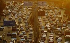 China pone a los repartidores de comida a controlar el tráfico