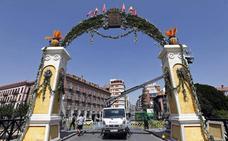 Un arco floral de doce metros recibirá a la Fuensanta en el Puente Viejo