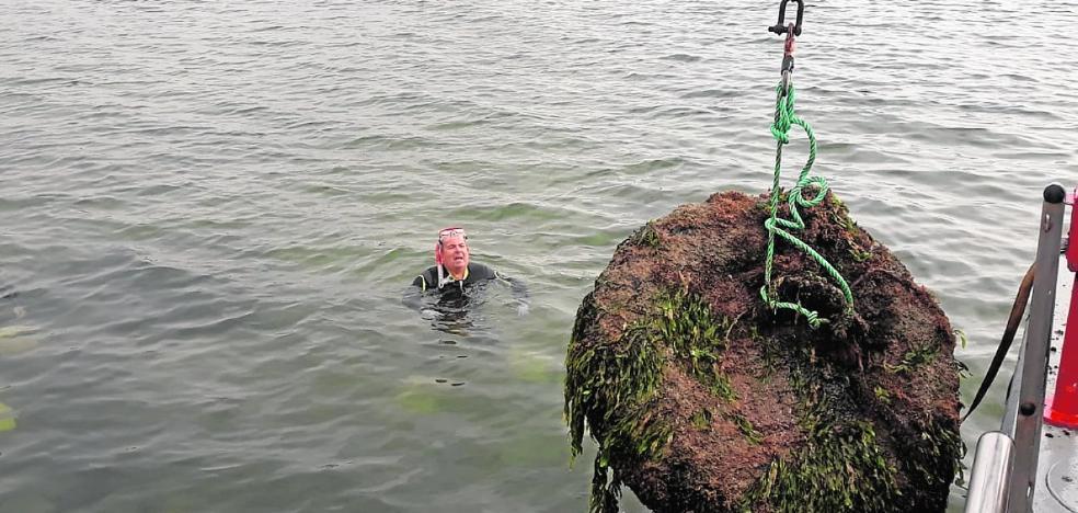 Solo 13 fondeos ilegales se han sacado del Mar Menor en lo que va de verano