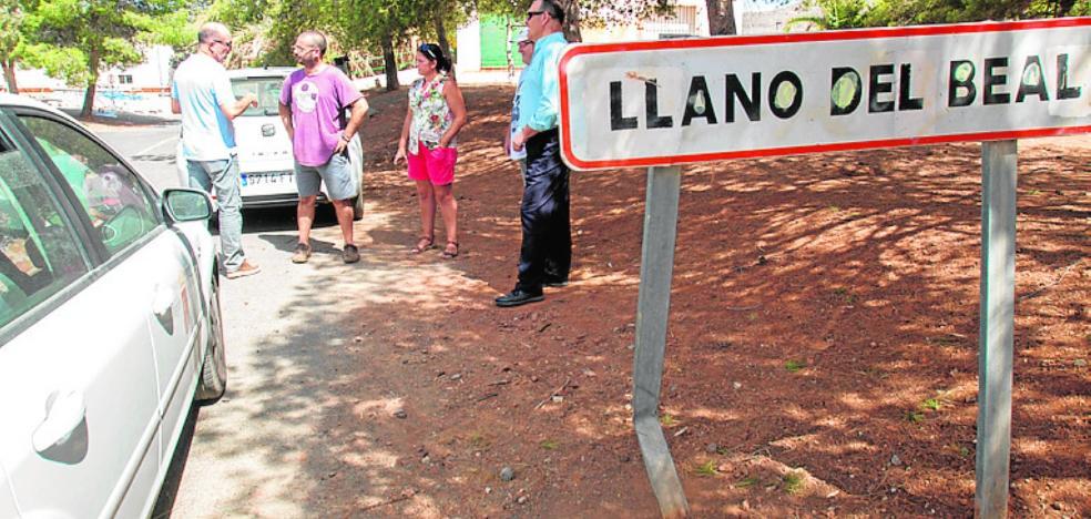 Vecinos del Llano piden a la alcaldesa que reaccione ante los restos mineros