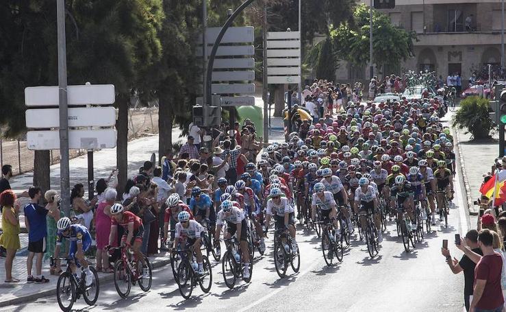 Las mejores imágenes del paso de la Vuelta por el litoral de la Región
