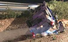 Atienden a cinco heridos tras volcar una furgoneta en Cieza