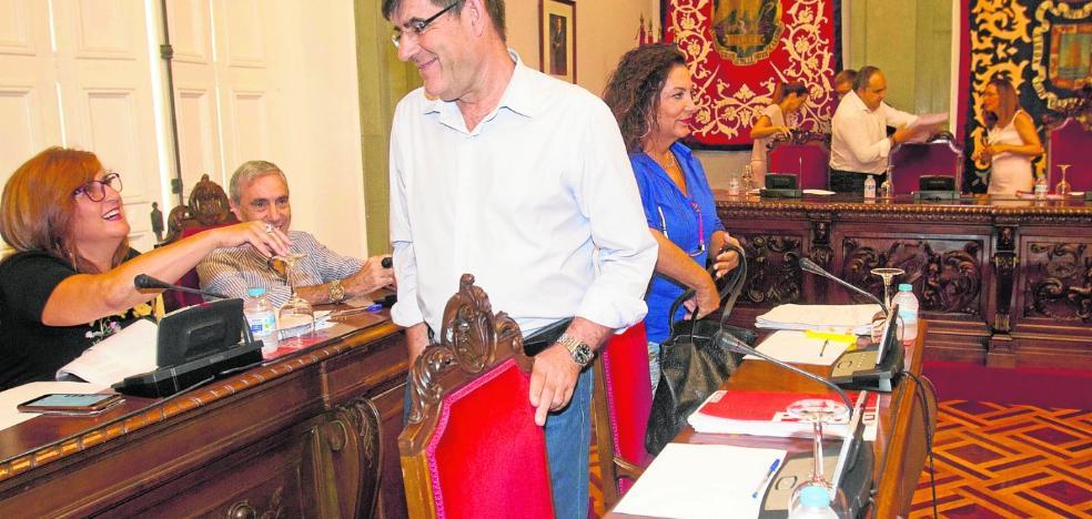Aznar busca forzar las primarias para la lista del PSOE y no descarta medirse a Castejón