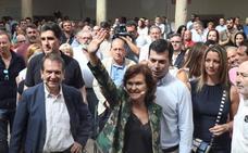 Carmen Calvo pide a los partidos que «arrimen el hombro» en vez de «crear tensiones»