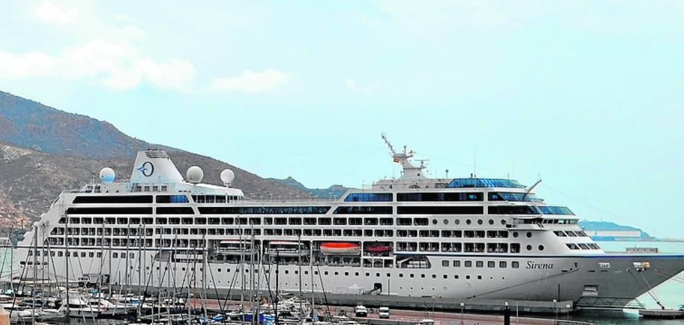 Una triple escala de cruceros de lujo aumenta el caché turístico del Puerto