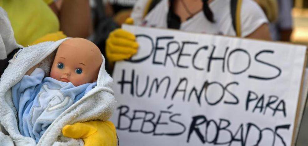 La fiscal pide 11 años de cárcel para el doctor Vela en el primer juicio por bebés robados