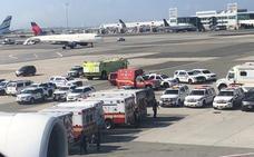 Un avión de Emirates, en cuarentena en el aeropuerto de Nueva York tras enfermar diez de sus pasajeros