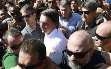 Apuñalan durante un mitin al candidato brasileño ultraderechista Bolsonaro