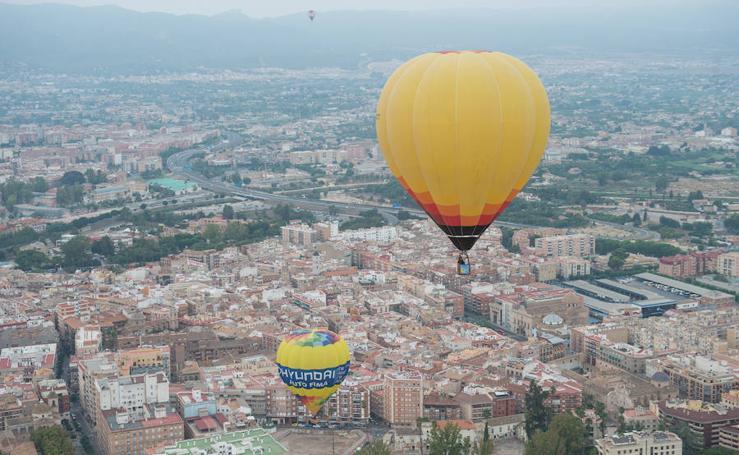 12 murcianos sobrevuelan Murcia en globo