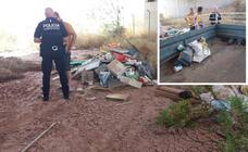 Sorprenden a dos hombres que vertían 200 kilos de residuos en la Rambla Celada