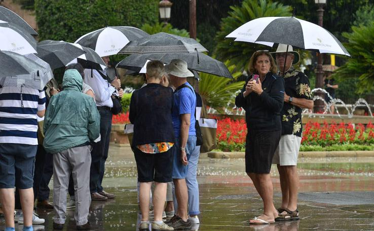 Las lluvias afectaron a fiestas y desfiles en la Región