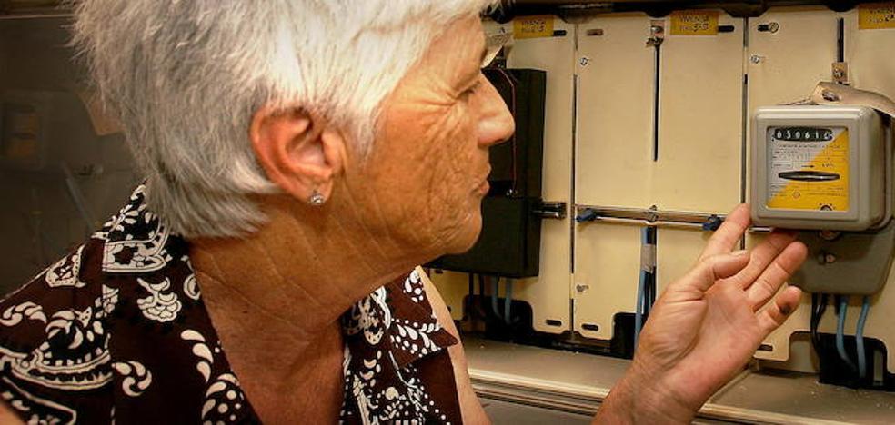 Solo 700.000 hogares vulnerables han accedido al nuevo bono social de la luz