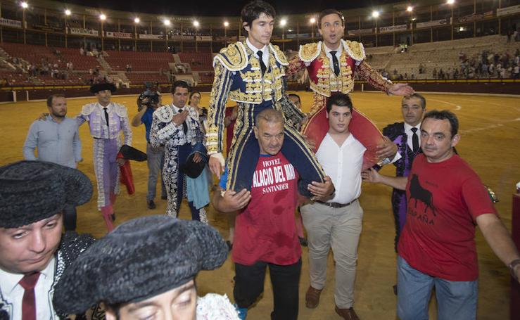Puerta grande para Rafaelillo y Castella en la primera corrida de la Feria de Murcia