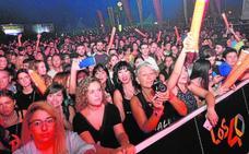 Miles de jóvenes disfrutan en el concierto de Taburete