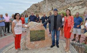 Joan Manuel Serrat inaugura en Águilas el mirador que lleva su nombre