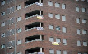 El Gobierno vetará por ley la venta de vivienda pública a fondos 'buitre'