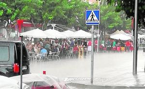 Una tormenta anega las barracas de las fiestas en Cehegín