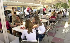 El TSJ paraliza la reducción de mesas en una cafetería de Alfonso X que aprobó el Ayuntamiento