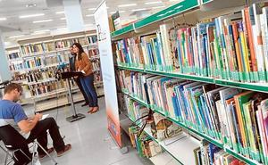 Tres encuentros literarios, un taller y una muestra 'adelantan' la Feria del Libro