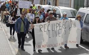 Vecinos de varias pedanías de Murcia se concentran en Fomento para recuperar la línea 61