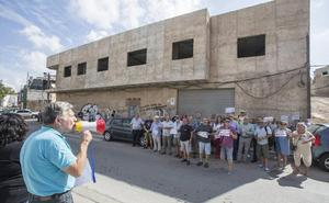 El barrio cartagenero de San Antón protesta ante la suciedad e inseguridad en sus calles