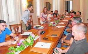 Castejón sacrifica un millón de euros en obras para pagar horas extra a funcionarios