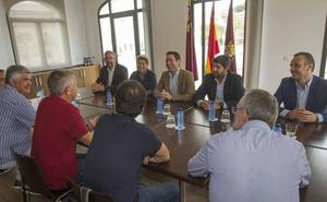 Teodoro García pide en Cartagena que el Gobierno no arriesgue con «dudas» el futuro de Navantia