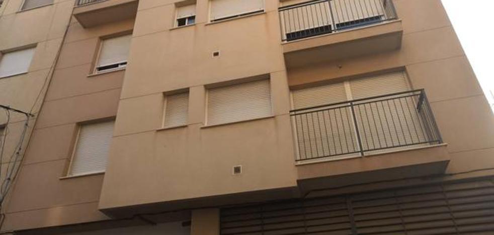 «Vendo piso con okupa dentro»