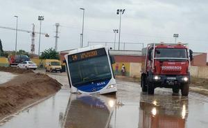 Ya solo quedan dos carreteras cortadas por la descarga de la 'gota fría' en la Región de Murcia