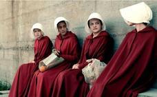 'The Handmaid's Tale' defiende su reinado en los Emmy