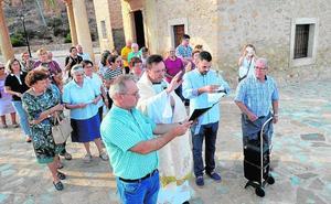 Bendicen los campos lorquinos desde el Calvario con el 'Lignum Crucis'