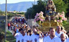 Medio millar de fieles en la bajada de la Virgen del Oro