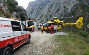 Muere un montañero asturiano de 56 años mientras hacía una ruta en los Picos de Europa