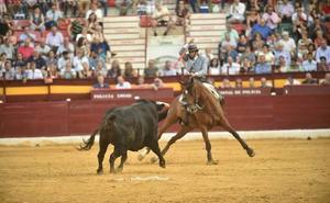 Los rejones desatan la locura en la última corrida de la Feria Taurina de Murcia