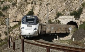 El tren híbrido se estrena en medio del enfrentamiento entre PP y PSOE
