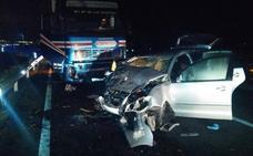 Dos heridos graves en Yecla en el choque frontal entre un coche y un camión