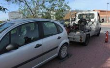 La grúa retira de la calle una media de 26 vehículos al día durante este año