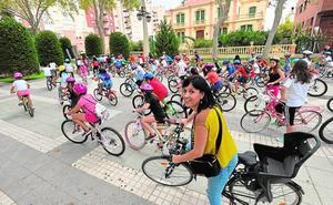 Arranca la Semana de la Movilidad con un ciclopaseo de los alumnos del Ana Caicedo