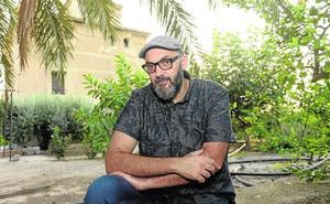 Miguel Ángel Hernández Navarro: «Lo que soy tiene que ver con estar subido a un árbol sin hacer nada»