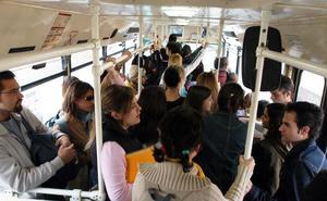 Un autobús deja en tierra cada día a 30 alumnos de institutos de Santomera
