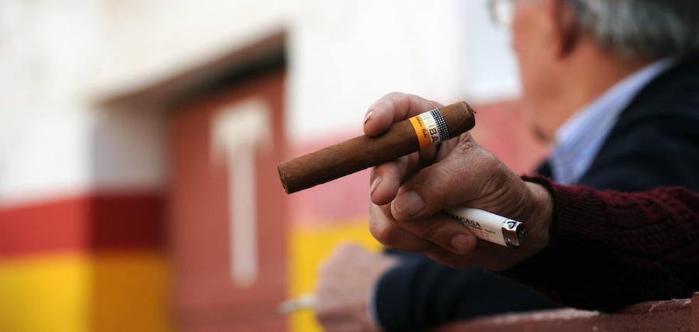Salud apuesta por erradicar el tabaco en campos de fútbol y plazas de toros