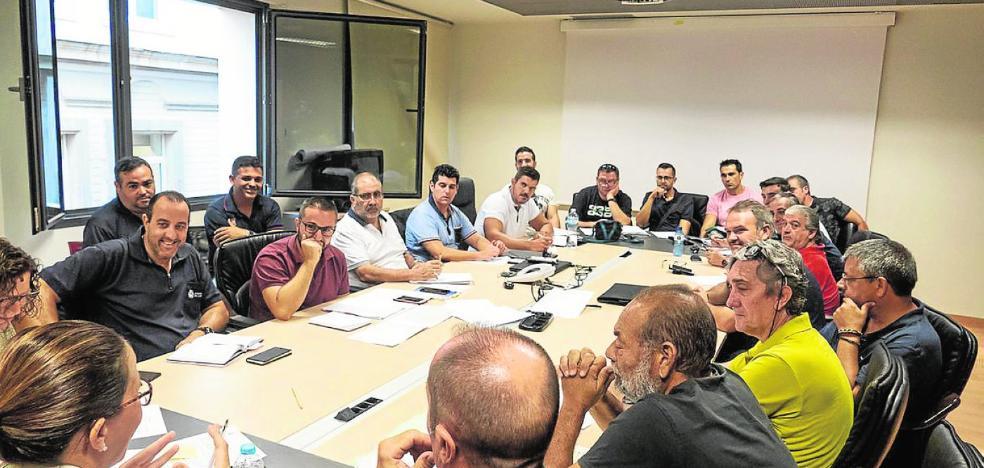 Castejón aplaca a los sindicatos con otro pago de horas extra y el impulso de la promoción interna