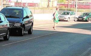 El PSOE reclama un semáforo y pasos de cebra en una vía peligrosa de El Esparragal