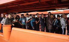 Rescatados 152 inmigrantes en una oleada de pateras frente a las costas de Cartagena