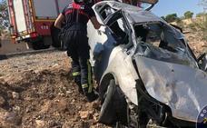 Herido el conductor de un vehículo tras volcar por un terraplén en Cartagena
