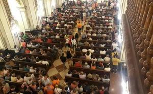 Cientos de peregrinos se desplazan a Mula para rezar ante el Niño del Balate