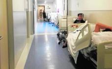 Las camas llenan los pasillos de Urgencias del Santa Lucía cinco días consecutivos